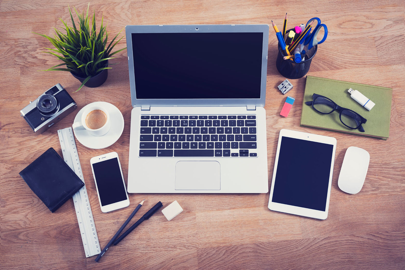 MacBook_Desk_Arrangement